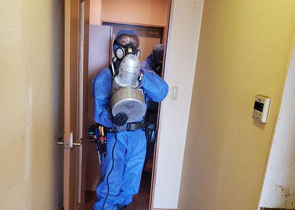 オゾン脱臭・除菌作業